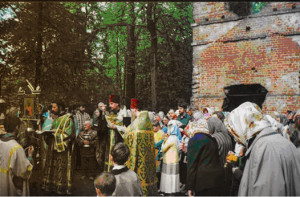 Последование молебного пения перед началом всякого дела» возле Свято-Духовского храма. 20 июня 2005 года